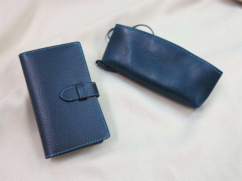 牛革のiPhoneケースとメガネケース