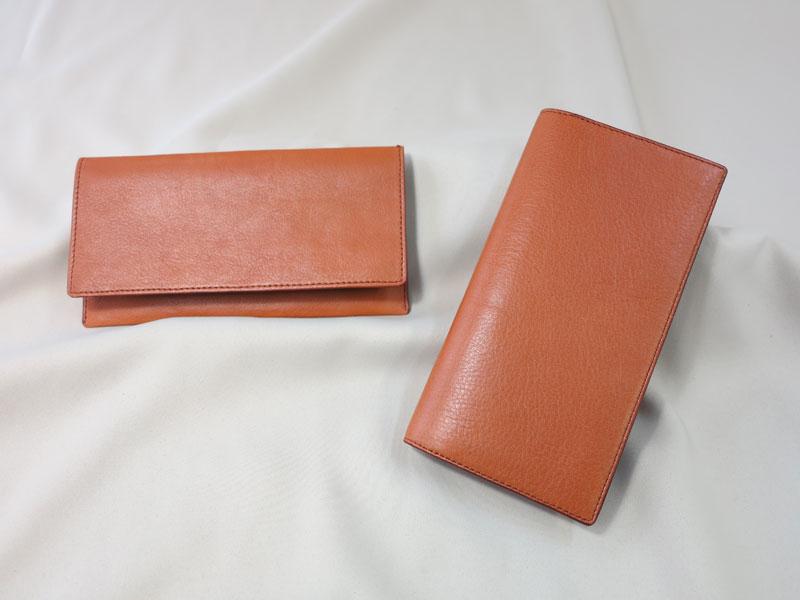牛革の長財布とカード入れ