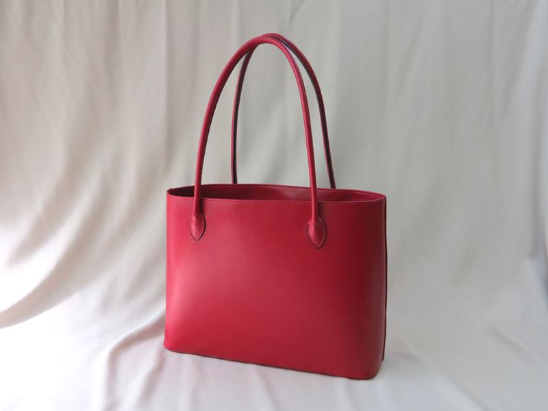 真っ赤なトートバッグ