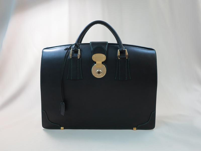 くし型のダレスバッグ