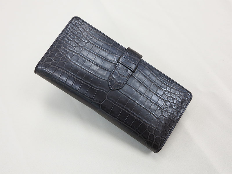 マットクロコの長財布