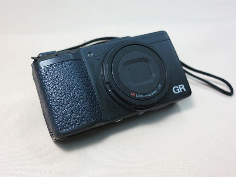 デジタルカメラへの革張り