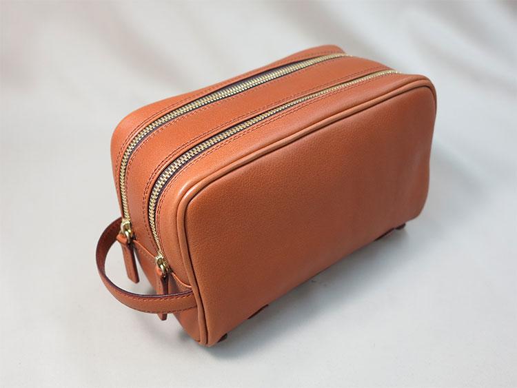 ダブルファスナーのクラッチバッグ