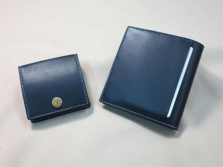 二つ折り財布と小銭入れ
