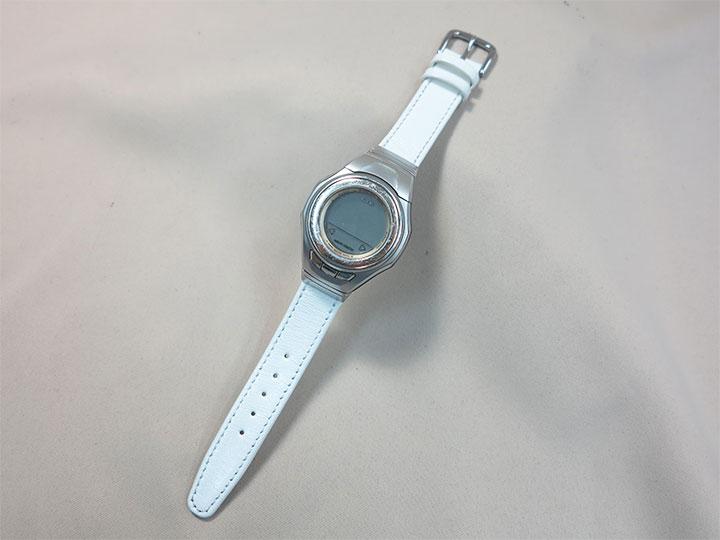 白い革の時計ベルト
