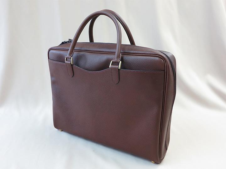 ファスナータイプのビジネスバッグ