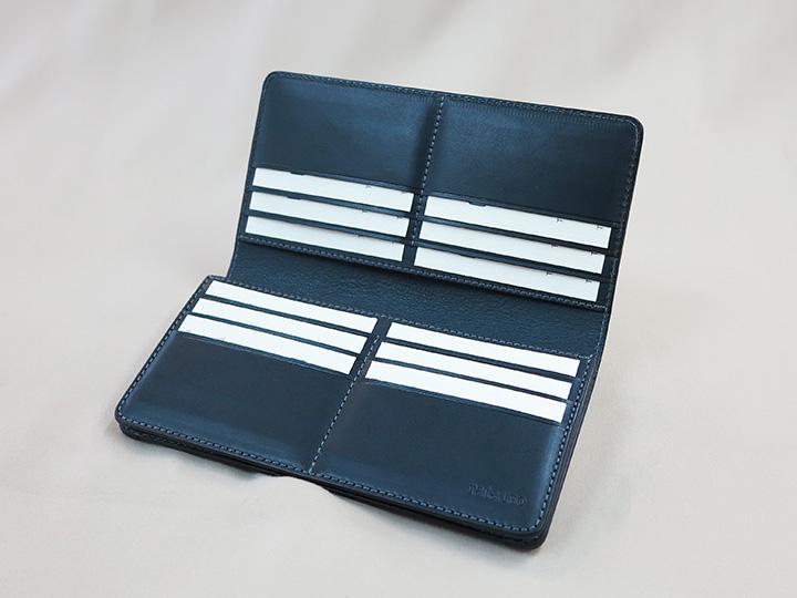 カードポケットが沢山ある長財布の内側