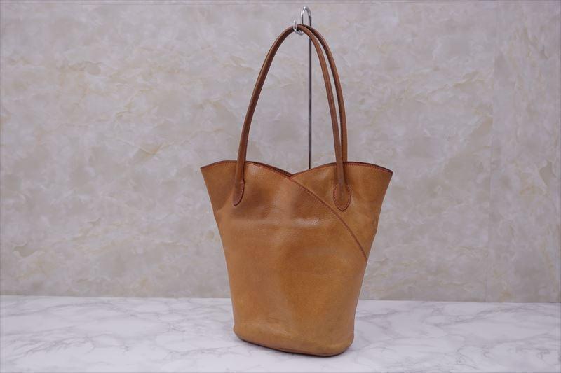 気に入ったバッグなどの革製品を長くつかうこと