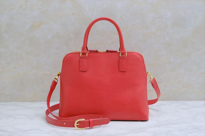 お気に入りのハンドバッグを好きなレッドカラーで 01114